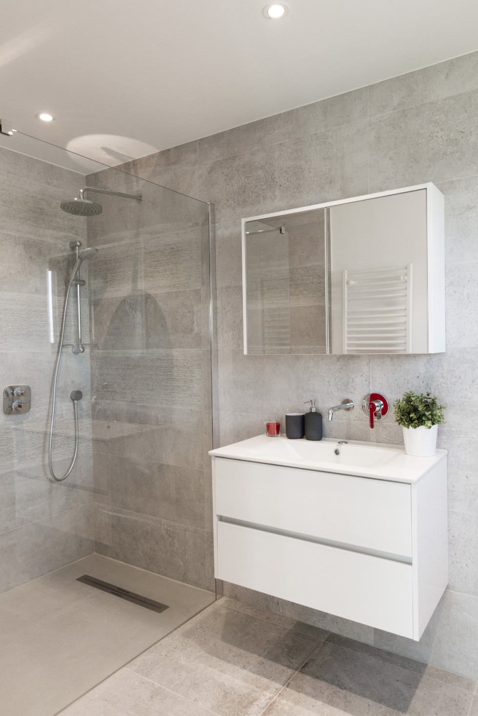 salle de bains odeur delta constructions maisons cl sur porte. Black Bedroom Furniture Sets. Home Design Ideas
