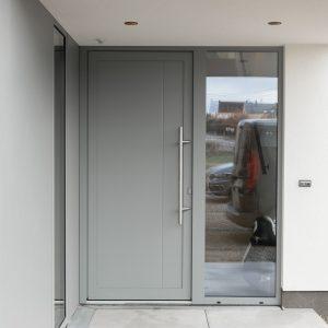 Porte de maison contemporaine à Hamois