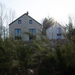 Façade arrière d'une maison contemporaine Spa