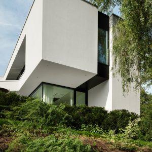 Façade arrière d'une maison contemporaine à Lasne