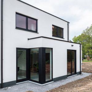 Façade arrière d'une maison contemporaine à Beaufays