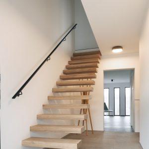 Escalier d'une réalisation contemporaine à Esneux