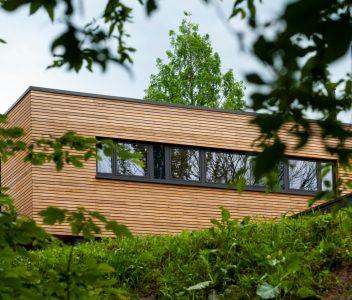 Châssis au première étage d'une maison contemporaine à Beaufays
