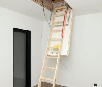 Escalier escamotable vers grenier à Richelle