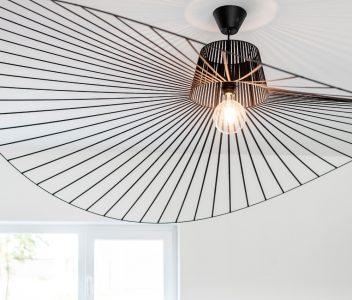 Eclairage de plafond dans une maison contemporaine à Beez