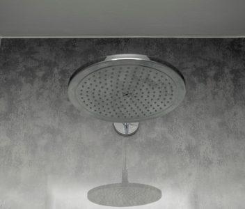 Tête de douche dans une maison contemporaine à Beez