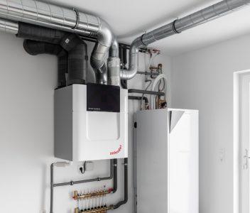 Pompe à chaleur dans une maison contemporaine à Beez