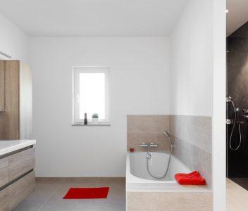 Salle de bains dans une maison contemporaine à Beez