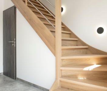 Escalier de maison contemporaine à Héron