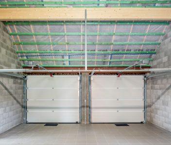 Double garage dans une maison contemporaine à Héron