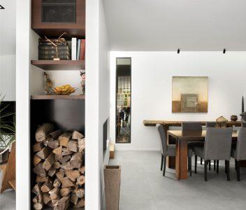 Salle à manger d'une maison contemporaine à Lasne