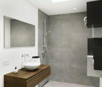 Salle de bains d'une maison contemporaine à Lasne