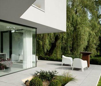Terrasse d'une maison contemporaine à Lasne