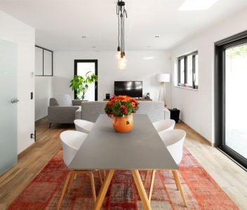 Salle à manger dans une maison contemporaine à Lasne