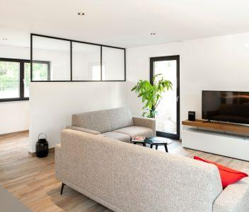 Living dans une maison contemporaine à Lasne