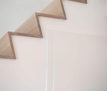 Escalier dans une maison contemporaine à Lasne
