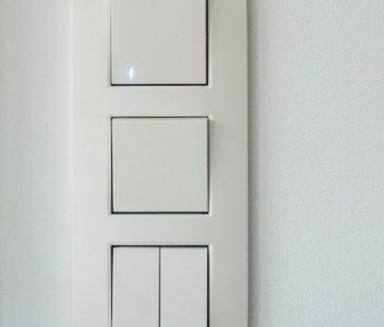 Interrupteur dans une maison contemporaine