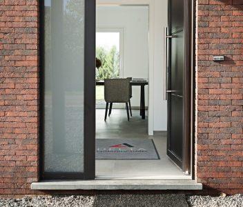 Porte d'entrée d'une maison contemporaine à Nandrin