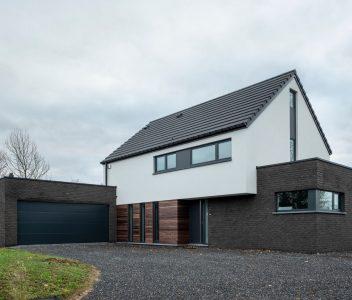Façade avant d'une maison contemporaine