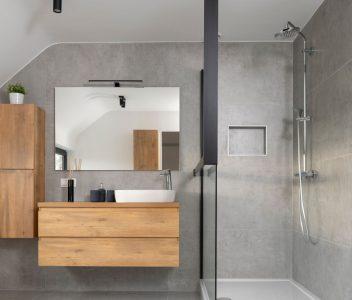 Douche et meuble de salle de bains contemporaine