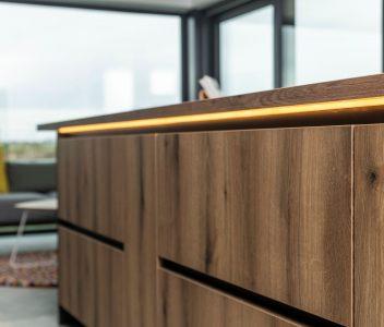 Détail d'un meuble de cuisine dans une maison contemporaine