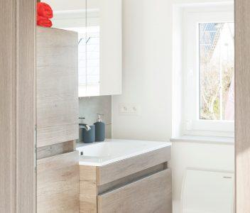Salle de bains de maison contemporaine à Welkenraedt