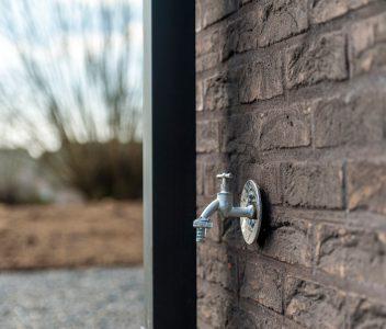 Robinet extérieur de maison contemporaine à Welkenraedt