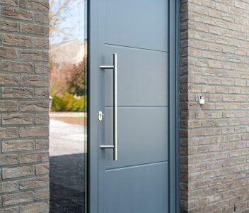 Porte d'entrée de maison contemporaine à Welkenraedt