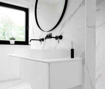 Salle de bains d'une maison contemporaine