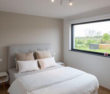 Chambre à coucher d'une maison contemporaine