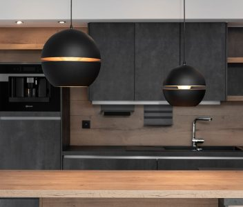 Plan de travail dans une cuisine d'une maison contemporaine à Beaufays