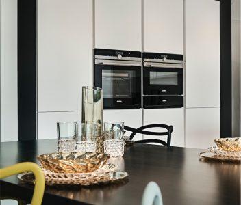 Cuisine dans une maison contemporaine à Crisnée