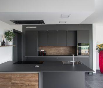 Cuisine design dans une maison contemporaine à Omal