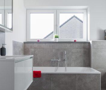salle de bains à Crisnée, détail baignoire