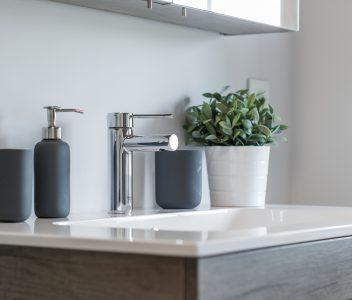 détail de robinet de salle de bains à Othée