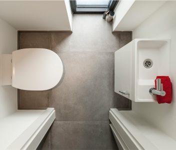 Toilette dans une maison contemporaine